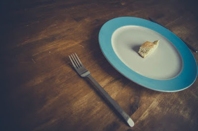 4 Cara Mengelabui Pikiran Agar Makan Lebih Sedikit