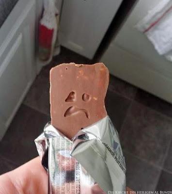 Witzige Lebensmittel - traurige Schokolade