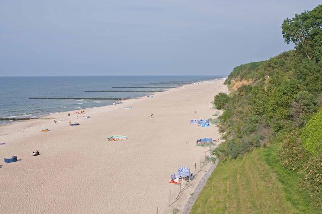 plaża w Trzęsaczu w szczycie sezonu, jak wygląda
