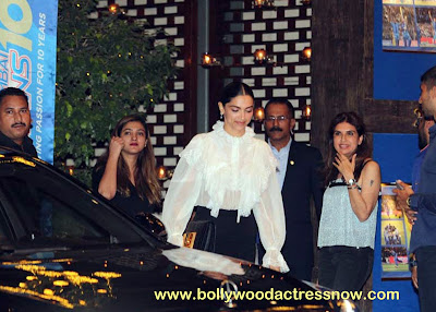 Bollywood Star Deepika Padukone at  party with the Mumbai Indians 09