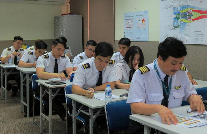 Trường phi công Bay Việt