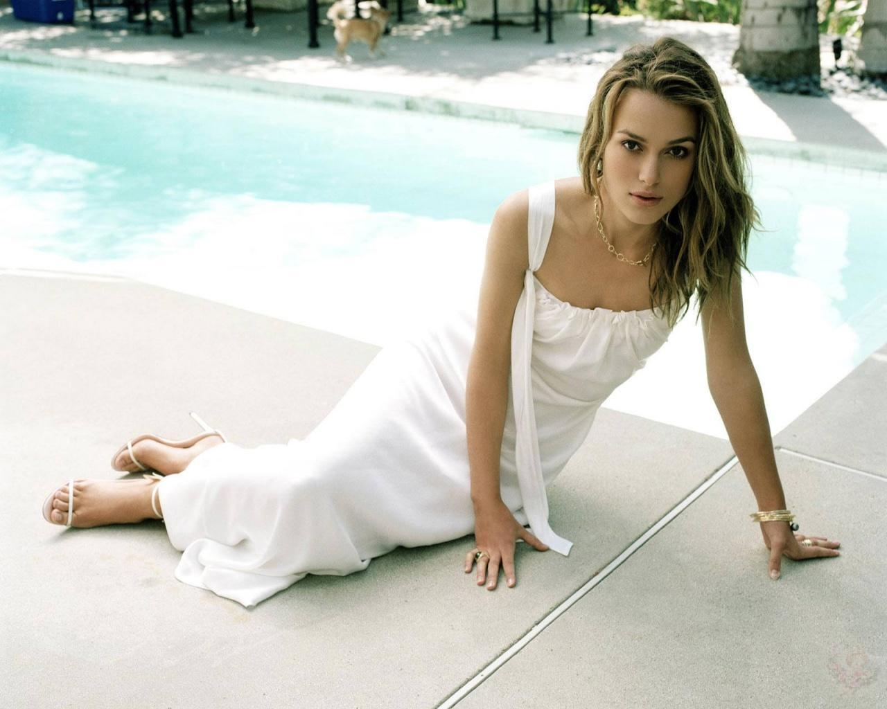 Hot Wallpapers-Keira Knightley ~ Fun Hungama