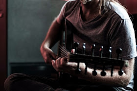Perfect 4th Guitar Tuning dengan Paradigma Geometri di Dalamnya