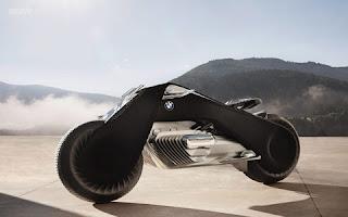"""A moto do futuro, a BMW alemã divulgou o protótipo da moto do futuro a """" Motorrad Vision Next 100 """", ela é movida a energia elétrica, e com um sistema inovador de autobalanceamento e desgin à prova de quedas.  Como parte da comemoração de seus 100 anos, a empresa revelou detalhes surpreendentes sobre o veículo. A moto poderá ser conduzida   sem capacete, graças ao seu design à prova de quedas. O modelo é complementado com um visor inteligente que permitirá aos condutores   acessar toda a informação necessária."""