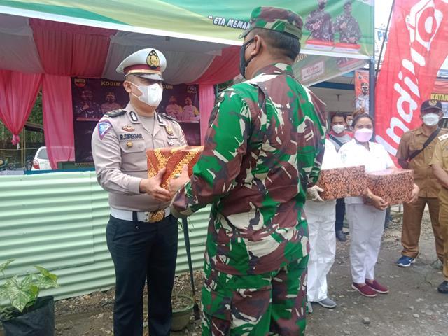 Pos PPKM Level lV Di Simpang Dolok Melangir Ditinjau Langsung Danrem 022/PT DIdampingi Dandim 0207/Simalungun
