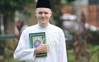 Sosok Mualaf Bule Ini Ungkap Islam Perkuat Etika dan Moral Saya