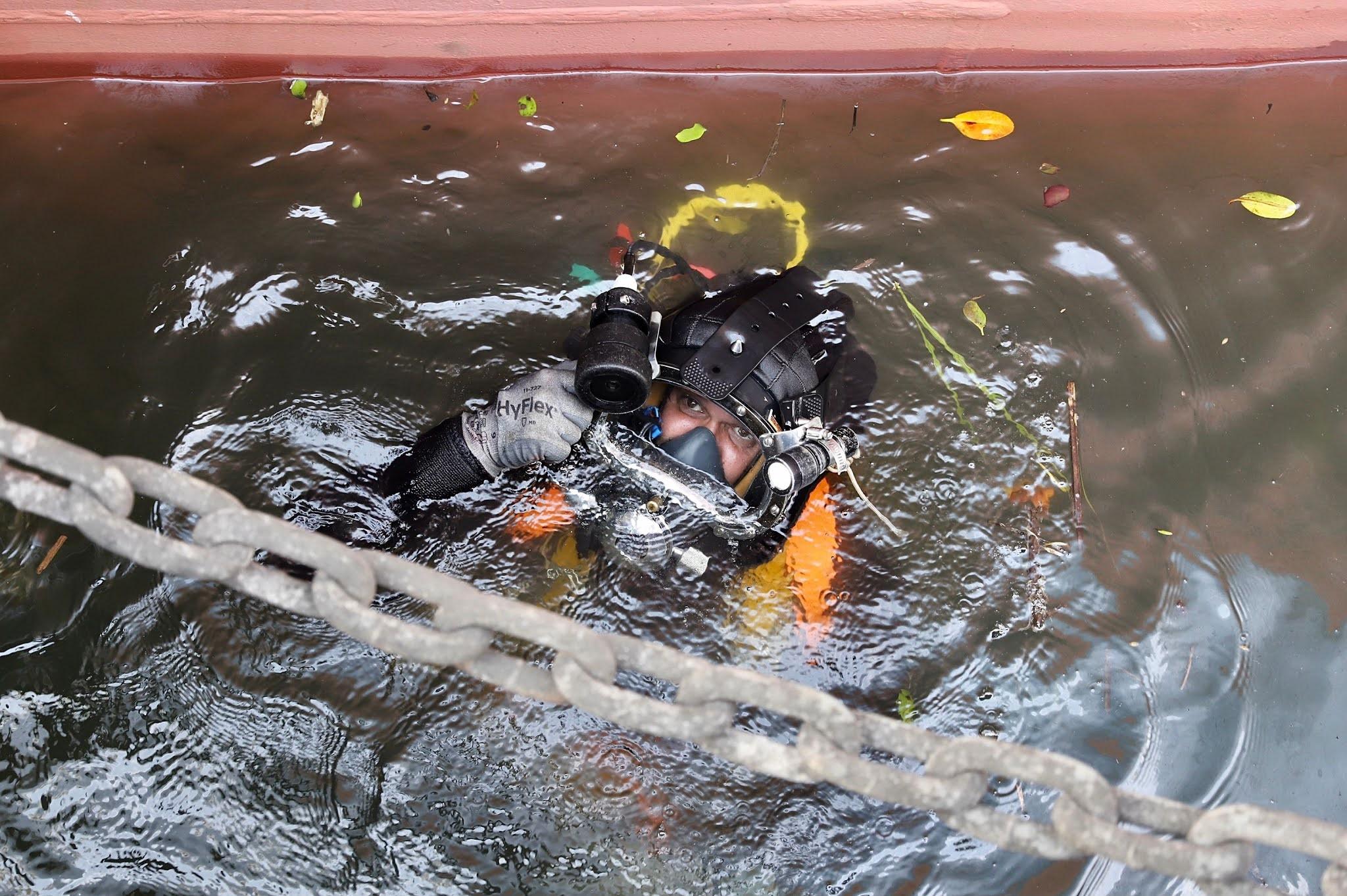 Porto de Paranaguá inicia inspeção e verificação subaquática de estrutura