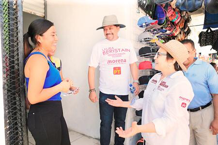 Laura Beristain recorre las calles con sus vecinos de la Colosio