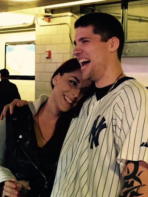 Pierde anillo cuando pide matrimonio en juego de los Yankees