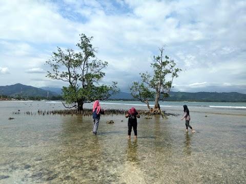 Pantai Batu Kalang, Destinasi Belitung di Ranah Minang