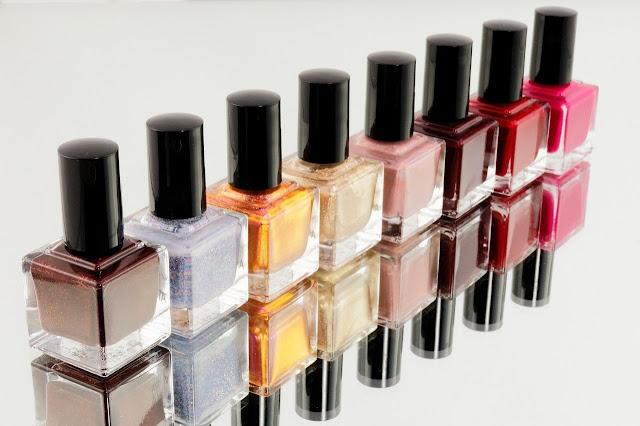 Lakiery do paznokci, odżywki, zmywacze i kremy do rąk - 4 produkty, których nie może zabraknąć w Twojej kosmetyczce