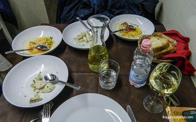 Menu de peixes da Pescheria Acquasalata, no Testaccio, Roma