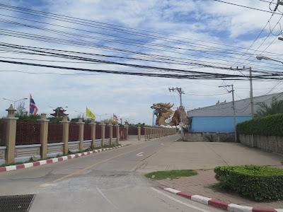 Dragón camino a Suphanburi