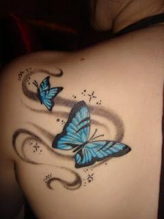 Tato kupu kupu Celtic berwarna di punggung Wanita