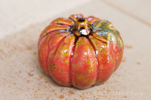 SO EASY! How to make your own DIY faux mercury glass pumpkins for farmhouse glam fall decor.