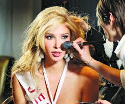 Jenna Talackova salah satu model transgender terkenal
