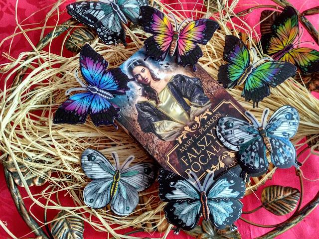 """Nie będę Waszą księżniczką, bo pragnę innego życia, czyli recenzja powieści Mary E. Pearson pt.""""Fałszywy pocałunek"""""""