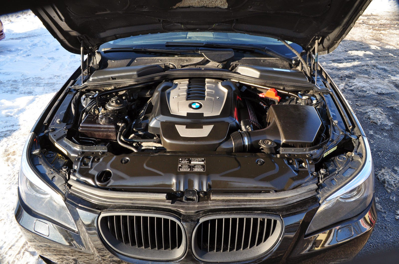 The 550i is powered by the N62B48 all alloy 4.8 liter DOHC V8 pushing 360  horsepower into a 6 speed manual transmission. The 550i will match a 335i  in ...