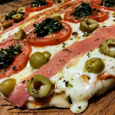 Napolitana - Salsa, Muzarella, Jamon vegetal, Tomates frescos y Aceitunas - 55.000