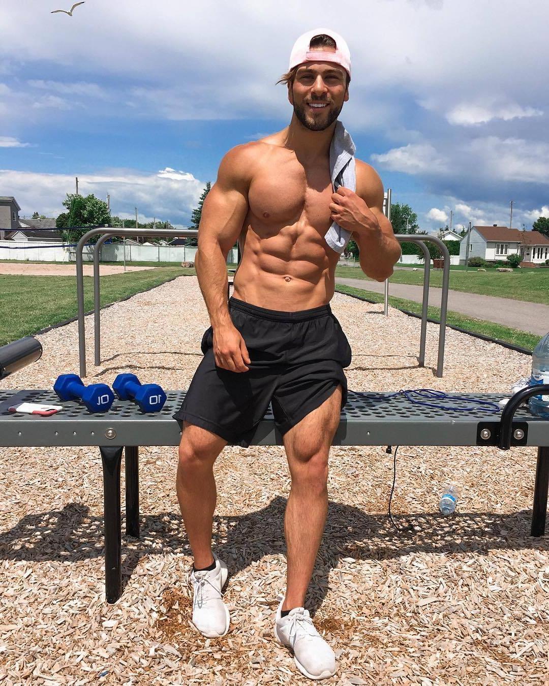 ripped-sixpack-abs-muscle-biceps-joey-hornyak