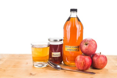 vinaigre de cidre de pomme et miel pour éviter le curling des cheveux