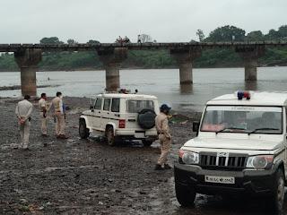 पुलिस प्रशासन द्वारा ताप्ती नदी के घाटों पर गणेश विसर्जन हेतु किया गया सुरक्षा व्यवस्था का निरीक्षण