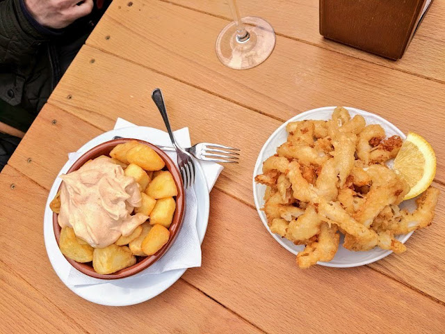 What to eat in Bilbao: calamari at Bar Arantzale near Getxo and Algorta