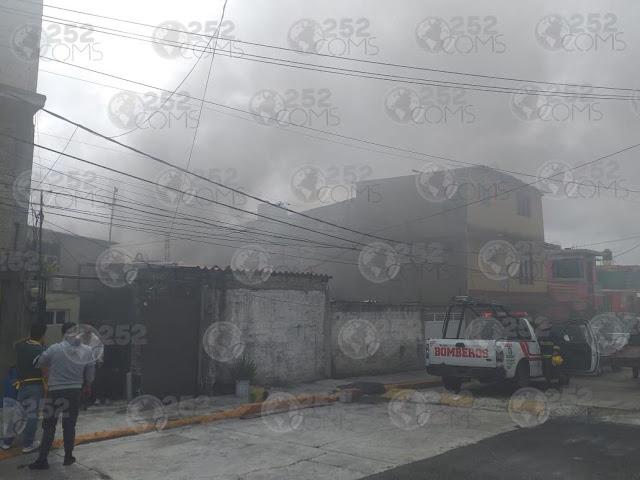 Se registra incendio de casa en Atizapán