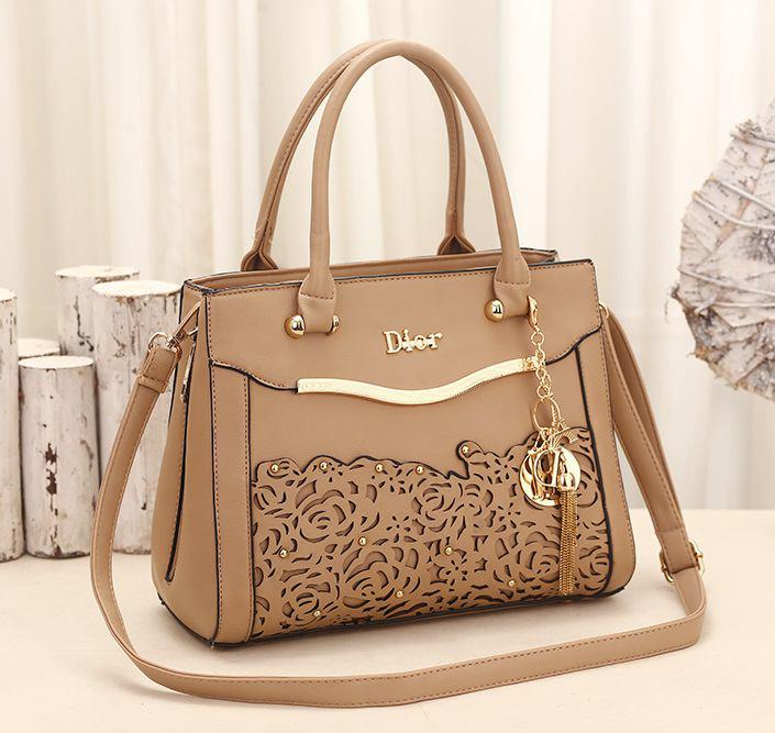 HANDLE HEIGHT   16CM STRAP LENGHT   110CM OPENING CLOSER   ZIP CONTENT   A4  GRED   AAA WITH Dior LOGO and DIOR KEY CHAIN 1.6KG. FREE ITEM 1 DIOR HANDBAG a464db5077621