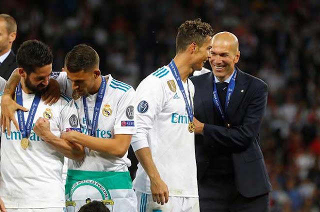 """Juventus """"đi đêm"""" mời Zidane làm thầy Ronaldo, Real sững sờ ngỡ bị phản 2"""