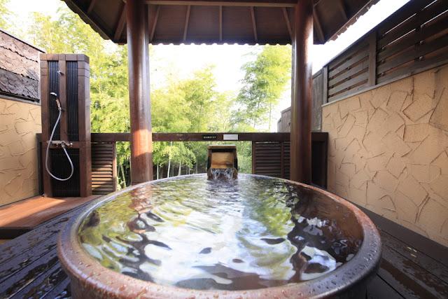 信楽焼の陶器で出来た壺風呂