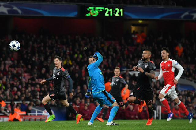 HLV Wenger quên nỗi đau thua 2-10, vượt Mourinho sắp ngồi ghế nóng Bayern 2