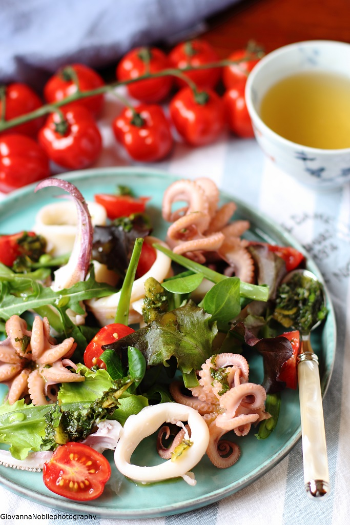 Insalata con calamari, moscardini, lattughini misti