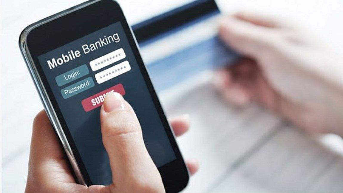 Απίστευτη απάτη: «Σήκωσαν» 185.000 ευρώ μέσω e-banking