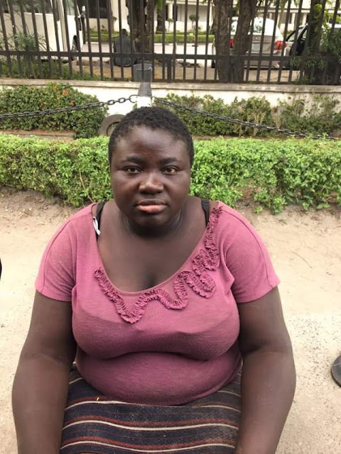 Heartbreaking Photos Of A Homeless Female Yabatech Graduate Who Has Been Sleeping By The Roadside In Lagos