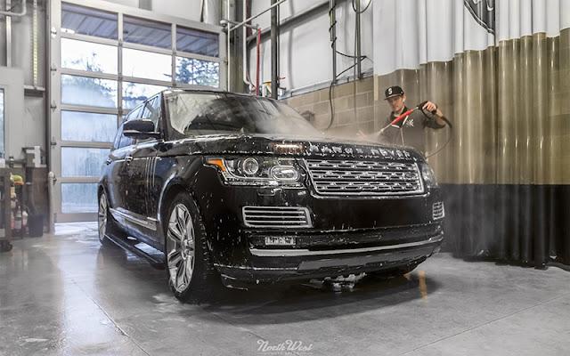 Vệ sinh xe ô tô Range Rover thường xuyên để giữ xe luôn như mới