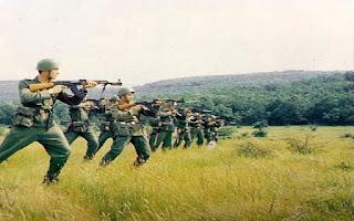 Войници в поделение край Тополовград