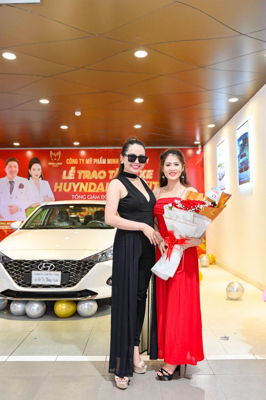 hình ảnh lễ trao tặng xe
