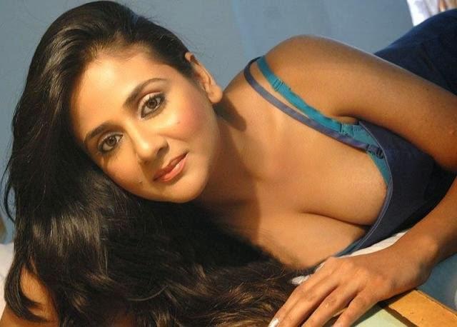 Sexy actress boob