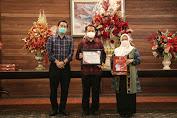 Agus Fatoni Terima Penghargaan dari AIPI Sulut