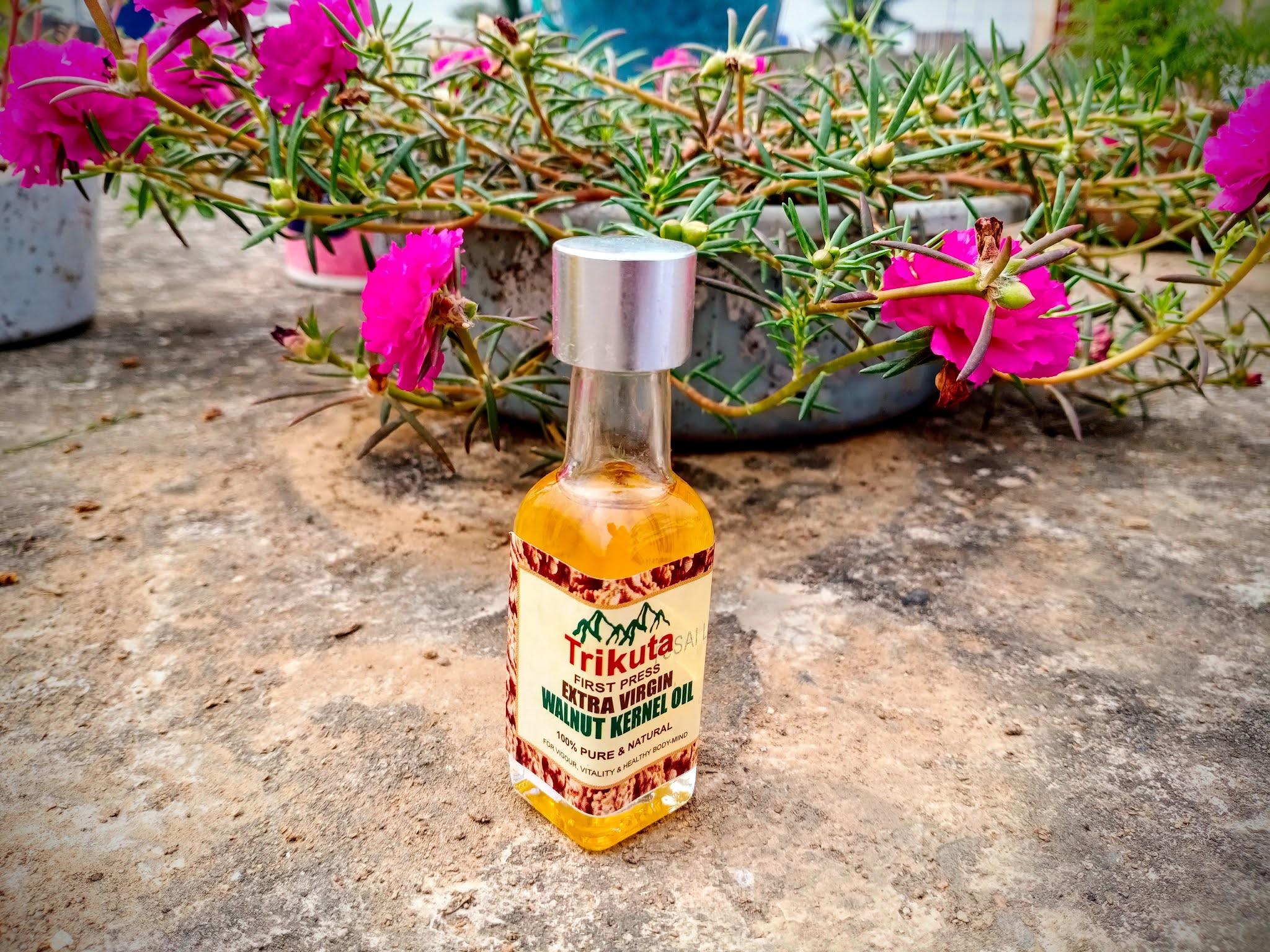 Walnut oil, benefits, uses, skincare, hydrating, antiinflammatory