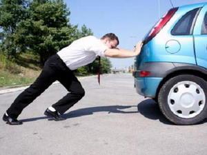 Tips menghidupkan mobil yang akinya soak