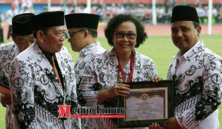 Dr. Unifah Rosyidi, M.Pd