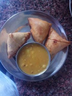 samosa with curry