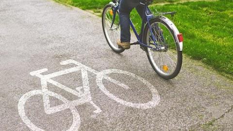 Ennek a hírnek nagyon fognak örülni a bringások: újjáépítik a balatoni kerékpárút ezen szakaszát