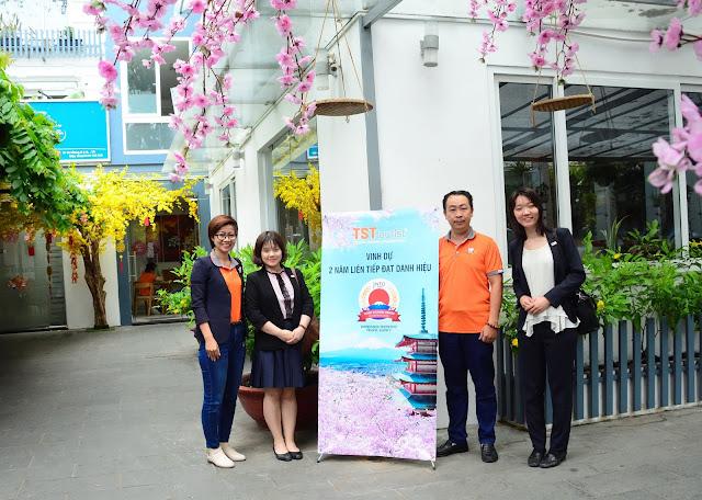 Bà Enomoto Miho đến thăm và chụp ảnh lưu niệm tại TST touris