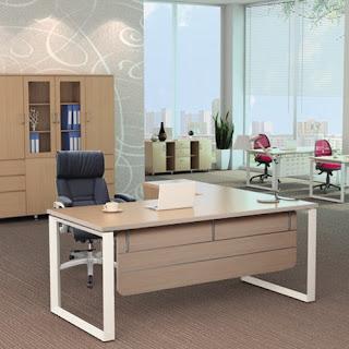 Bàn làm việc mặt gỗ chân sắt - Giải pháp cho văn phòng hiện đại