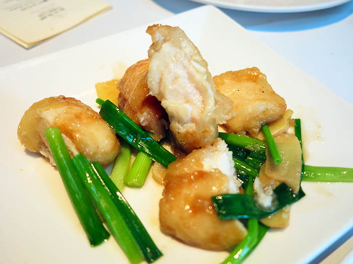 姜葱炒鱼片 / Fried Sliced Fish with Spring Onions and Ginger