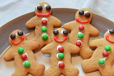 http://www.yummymummyclub.ca/blogs/nicole-macpherson-meatless-mummy-con-carne/20131208/festive-gingerbread-cookie-recipe
