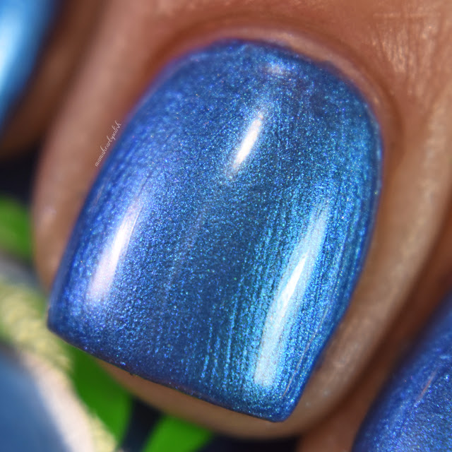 soothing-soul-nail-lacquers-blue-lagoon-3-macro